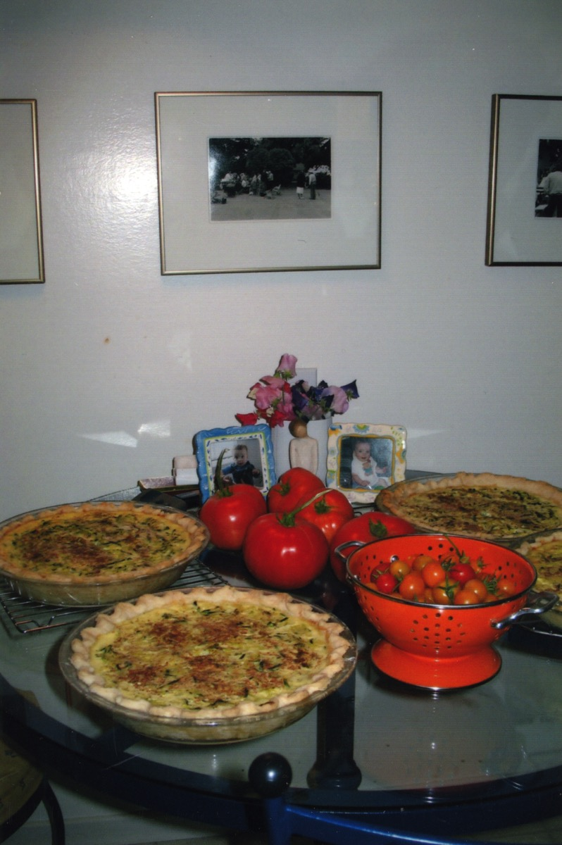 Quiches tomatoes and photographs 4216